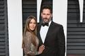 الممثلة صوفيا فيرغارا بفستان مايكل كورس وزوجها