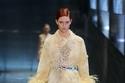 Prada يعيد موضة الريش في أسبوع الموضة في ميلانو