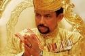 سلطان بروناي حسن بلقيه والد الأمير الراحل عظيم