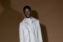 بدلة مريحة باللون رمادي  من مجموعة  Givenchy ما قبل خريف 2021