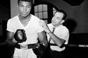 محمد علي كلاي ولد باسم كاسيوس كلاي، شاهده المدرب انجيلو دندي لأول مرة وهو يتدرب في عام 1962 في حديقة سيتي بارك في نيويورك.
