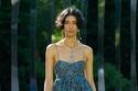فستان سماوي مطبوع من مجموعة Ulla Johnson لربيع وصيف 2022