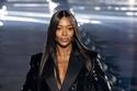 2 ناعومي كامبل في عرض أزياء إيف سان لوران لربيع 2020  في باريس