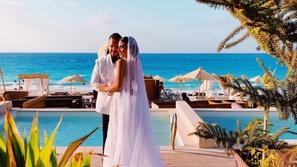 صور زفاف ابن ماجد المصري وفساتين النجمات تخطف الأنظار بألوانها الصاخبة
