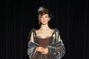 فستان رمادي مخملي وتل من مجموعة Yanina هوت كوتور شتاء 2021