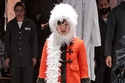 إطلالة ملونة بمعطف قصير من مجموعة Gucci