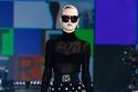 إطلالة أنيقة شفافة من مجموعة Dolce & Gabbana لخريف 2021