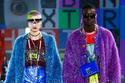 إطلالات ملونة ولامعة للرجال والنساء من مجموعة Dolce & Gabbana