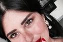 مكياج نور الشيخ للسهرات: روج أحمر جريء مع ظلال جفون بنية كريمية