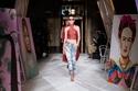 عرض أزياء كريستيان سيريانو وسط اللوحات الفنية في نيويورك
