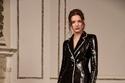 بدلة مزينة بالترتر من مجموعة  Pamella Roland لخريف 2021