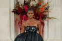 فستان بمقدمة قصيرة من مجموعة Carolina Herrera ربيع وصيف 2022