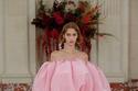 فستان وردي منفوش من مجموعة Carolina Herrera ربيع وصيف 2022