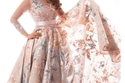 الفستان بذيل شيفون مطرز