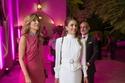 ترتدي الملكة رانيا اللون الأبيض حتى في السهرات