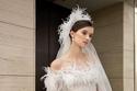 الفساتين المزينة بالريش من مجموعة فساتين زفاف Elie Saab لربيع 2022