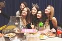 هازال كايا مع صديقاتها في حفل وداع العزوبية