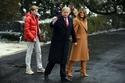 ميلانا ترامب ترتدي معطفاً Roksanda حذاء شتوي مطابق من Gianvito Rossi