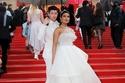 صور بريانكا تشوبرا تتألق في مهرجان كان بإطلالة عروس