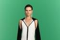فستان أبيض وأسود من مجموعة 3.1 Phillip Lim ريزورت 2022