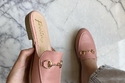 موديلات أحذية أساسية للسفر بتصميم المويل باللون الوردي