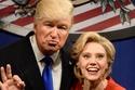 كيت ماكينون وأليك بالدوين في برنامج SNL يقلدان كلينتون وترامب