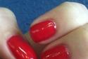 مناكير عيد الحب باللون الأحمر والأبيض