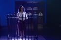 شريهان بقميص أبيض وتنورة نبيتي في مسرحية كوكو شانيل