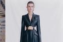 بدلة جلدية من مجموعة Alexander McQueen لربيع 2021