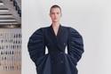أزياء من مجموعة Alexander McQueen لربيع 2021