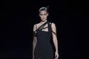 فستان أسود ضيق من  Mugler