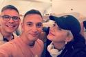 كيتي بيري  على متن الطائرة في طريقها إلى دبي