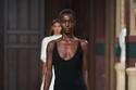 فستان أسود ماكسي من مجموعة Gabriela Hearst