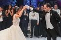 العروسان أثناء أداء الرقصة الأولى