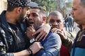 صورة ترصد صدمة وبكاء ابن شعبان عبد الرحيم في جنازته