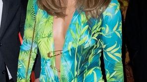 لن تصدقي كم مرة ارتدت جينيفر لوبيز فستانها الأيقوني على مدى 20 عاماً