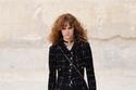 تورة قصيرة مع سترة تويد من مجموعة Chanel ريزورت 2022