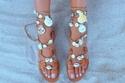 الأحذية المزينة