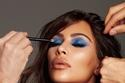 كيم كارداشيان بمكياج العيون الأزرق