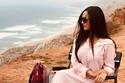 رقية ماغي بقفطان مغربي في جلسة تصوير بالصحراء