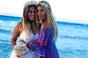 العروس مع صديقتها المقربة سلمى قنديل
