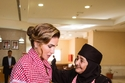 الملكة رانيا بتسريحة الكعكة السفلية المرتخية
