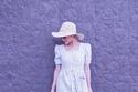 إطلالات نهى نبيل: فستان مقلم فضفاض