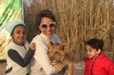 الفنانة الكويتية هند البلوشي وأولادها