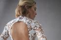 فستان قصير بفتحة ظهر دائرية في مجموعة Oscar de la Renta