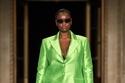 بدلة تفتا باللون الأخضر من مجموعة Christian Siriano لربيع وصيف 2022