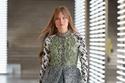 فستان بأكمام مزين بالوجو من Louis Vuitton