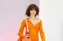 فستان محبوك بالون البرتقالي النيون من  acne studios