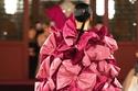 فستان زهري من وحي الريبون  من تصميم دار فالنتينو