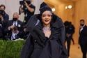 Rihanna  بفستان Balenciaga